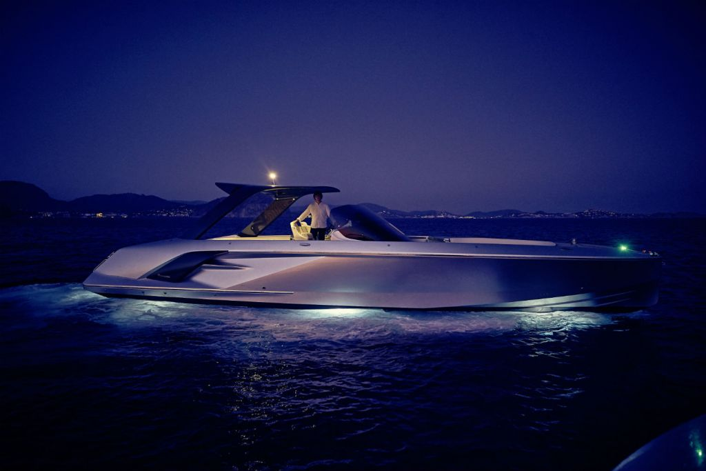 Frauscher 1414 Demon Air BOB Award -at night