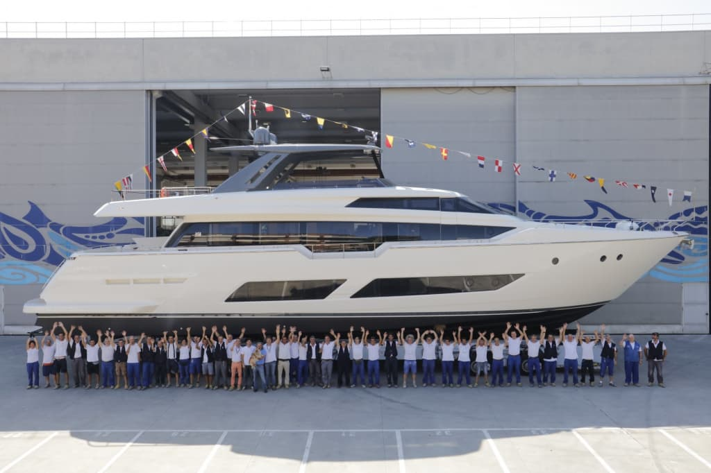 17069-the-ferretti-group-launches-the-first-ferretti-850-yacht.jpg