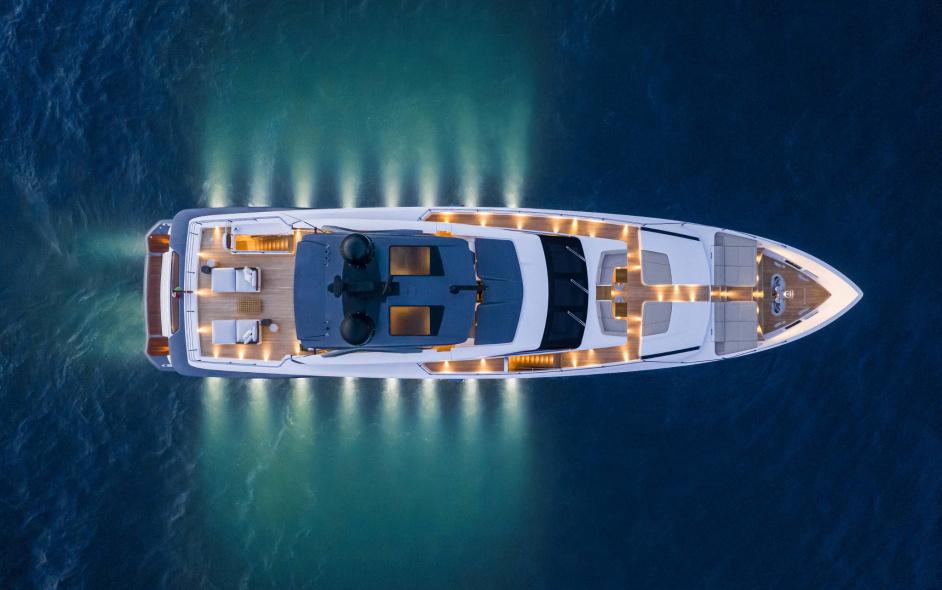 продажа яхты Custom Line106 6 в москве сочи санкт